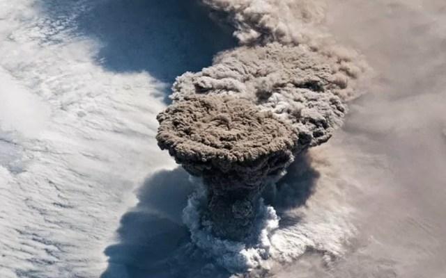 NASA capta espectacular erupción de un volcán desde el espacio - Erupción Volcán desde el Espacio NASA