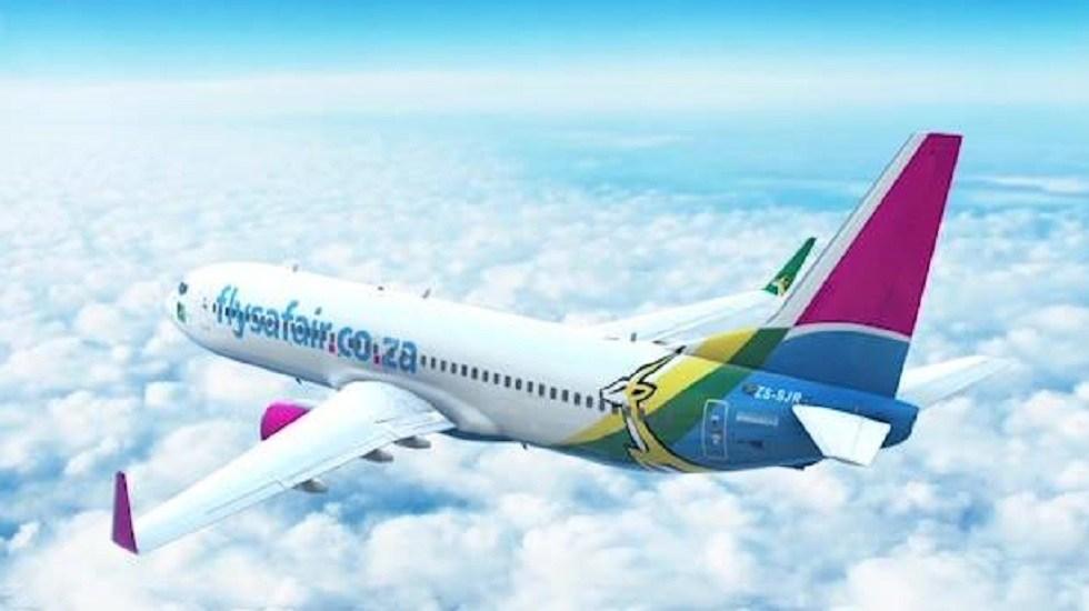 Abandonan feto en baños de avión en Sudáfrica - Avión de la compañía aérea FlySafair. Foto de Facebook