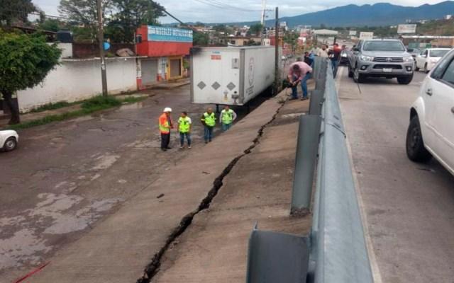 Cierran carril del Paso Exprés de Cuernavaca por grieta en muro de contención - grieta paso exprés de cuernavaca