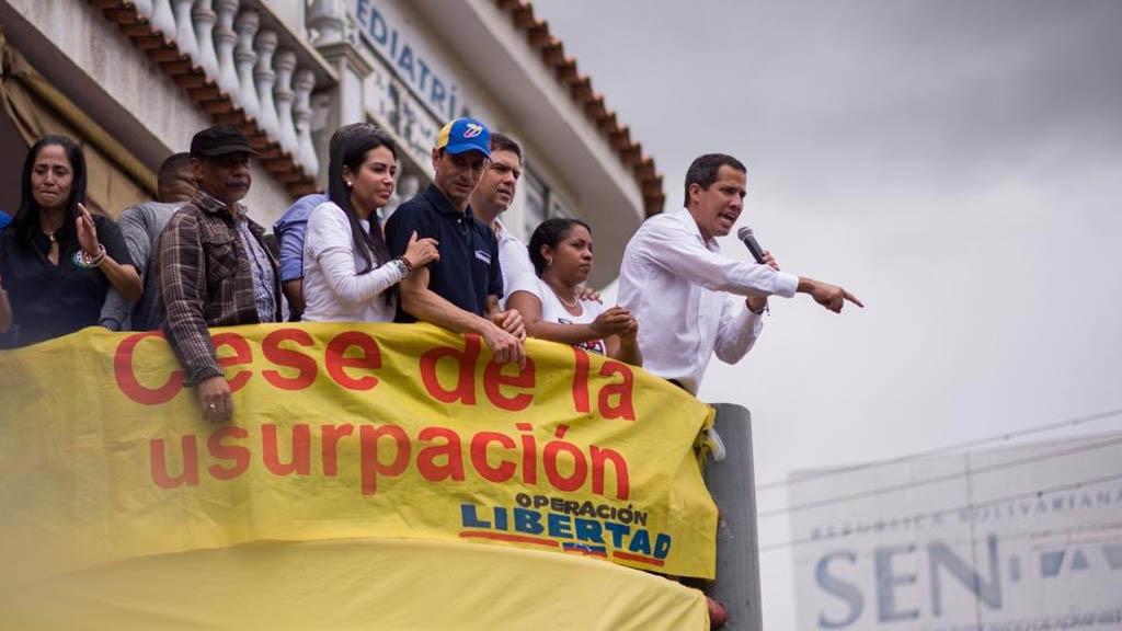 Guaidó pregunta a militares si Maduro saldrá por las buenas o por las malas. Noticias en tiempo real
