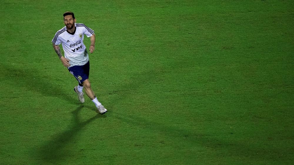 Messi es un líder y está guiando a un grupo muy joven: Pezzella. Noticias en tiempo real