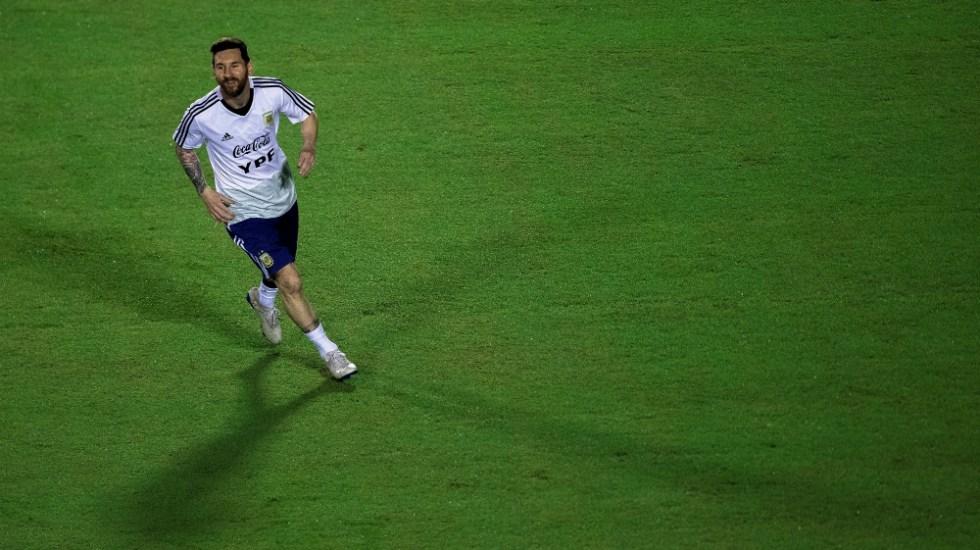 Messi es un líder y está guiando a un grupo muy joven: Pezzella - Foto de EFE