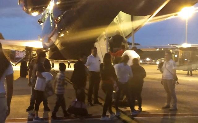 INM retorna a Honduras a 101 migrantes - Los hondureños partieron a San Pedro Sula a las 08:00 h. Foto de @INAMI_mx