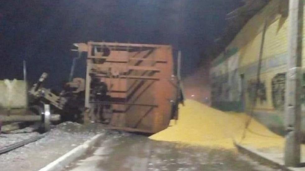 Descarrila tren en Querétaro y riega toneladas de maíz. Noticias en tiempo real