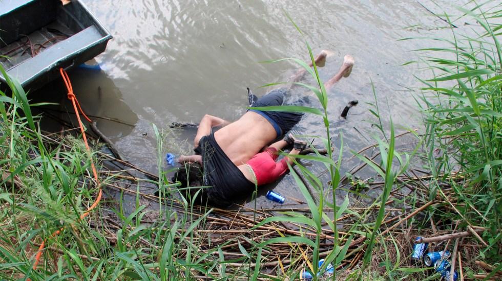 Hallan cadáveres de padre e hija migrantes en el Río Bravo - Rescatista de Protección Civil mexicana en la zona donde fueron hallados los cuerpos sin vida de presunto migrante y su bebé, ambos de origen salvadoreño, a la orilla del Río Bravo en Matamoros, frontera con Estados Unidos, en Tamaulipas. Foto de EFE/ Abraham Pineda-Jácome.