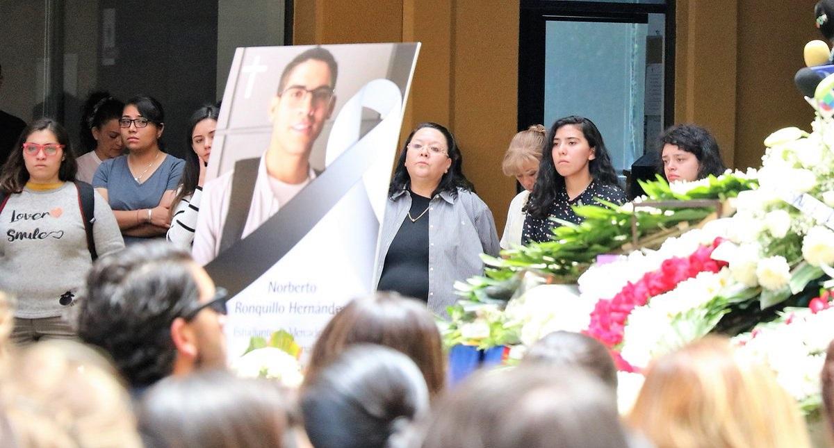 Misa en memoria de Norberto Ronquillo. Foto de @U_Del_P