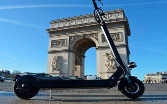 Joven que circulaba en patineta eléctrica muere al chocar en París - muerte hombre patineta parís