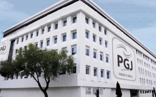 Detienen a 7 narcomenudistas integrantes de 'Los Rodolfos' - PGJ muere hombre al caer de camioneta en la romero rubio