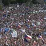 Manifestación masiva en República Checa pide renuncia del primer ministro - República Checa manifestaciones primer ministro