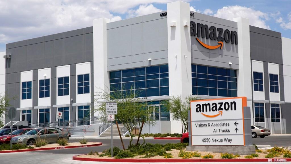 Amazon se convierte en la marca más valiosa del mundo - Centro de distribución de Amazon en Las Vegas, EE.UU. Foto de AFP / George Frey / Getty Images