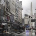 Restablecen poco a poco servicio de luz en Argentina tras apagón masivo - Semáforos sin servir por apagón masivo en Buenos Aires, Argentina. Foto de AFP / Alejandro Pagni
