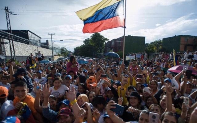 Parlamento de Venezuela pide más presión contra Nicolás Maduro - Venezuela manifestación Juan Guaidó Nicolás Maduro Parlamento