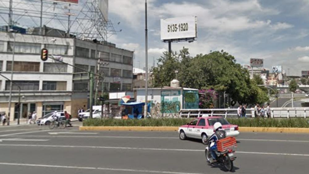 Van sobre policías capitalinos por presunto abuso de autoridad contra joven - Viaducto Miguel Alemán y avenida Revolución. Foto de Google Maps