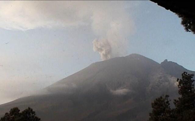Popocatépetl acumula 169 exhalaciones y cinco explosiones en 24 h - Volcán Popocatépetl durante la mañana de este domingo 30 de junio. Foto de Cenapred