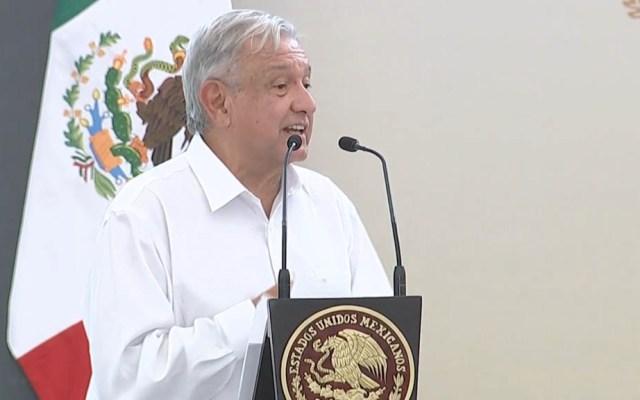 López Obrador promete subir el sueldo a médicos en zonas rurales - López Obrador iniciativa indultar presos políticos