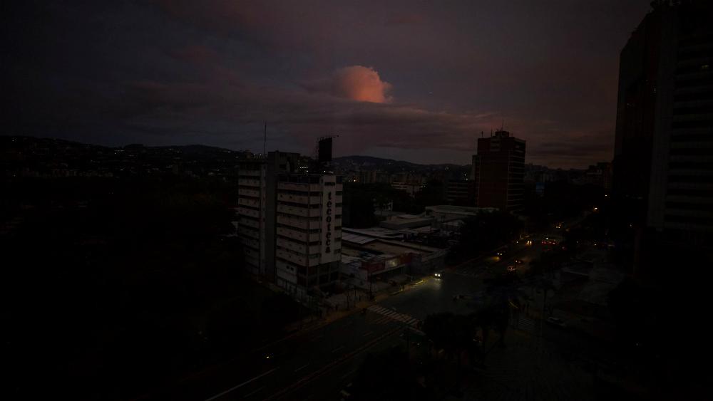 """Gobierno de Maduro dice que """"ataque electromagnético"""" causó nuevo apagón. Noticias en tiempo real"""
