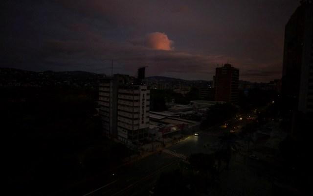Reportan apagón de más de seis horas en diversas zonas de Venezuela - Apagón en Venezuela. Foto de EFE