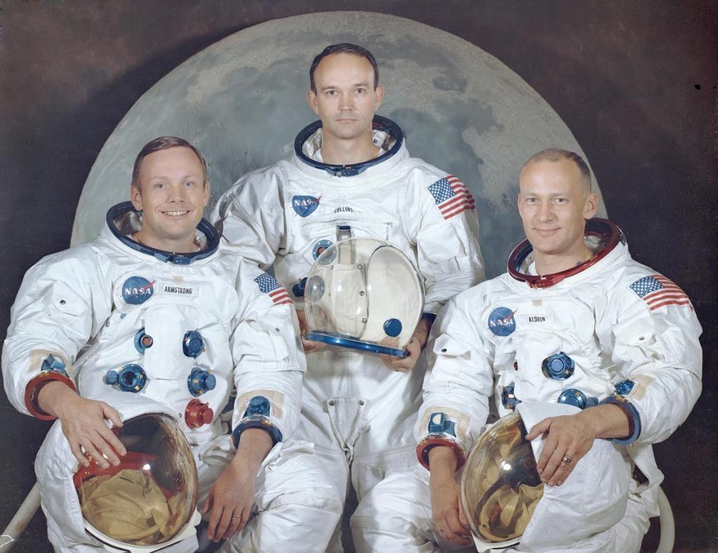 Astronautas antes de viaje a la Luna. Foto de NASA