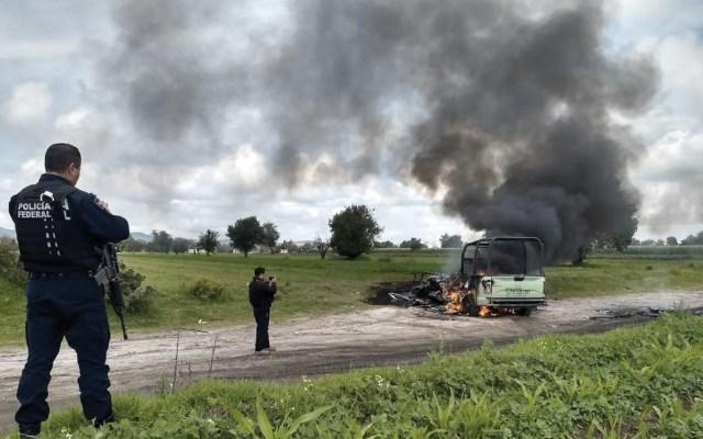 #Video Presuntos ladrones de combustible queman camionetas de Pemex - ataque en tepeaca huachicoleo