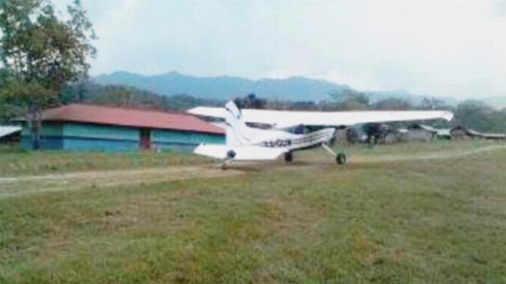Pobladores asaltan avioneta y matan a policía en Chiapas - avioneta chiapas robo recursos