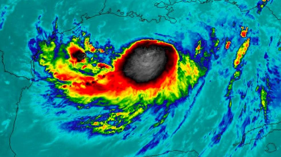 Tormenta tropical Barryse fortalece y se interna en el Golfo de México - barry