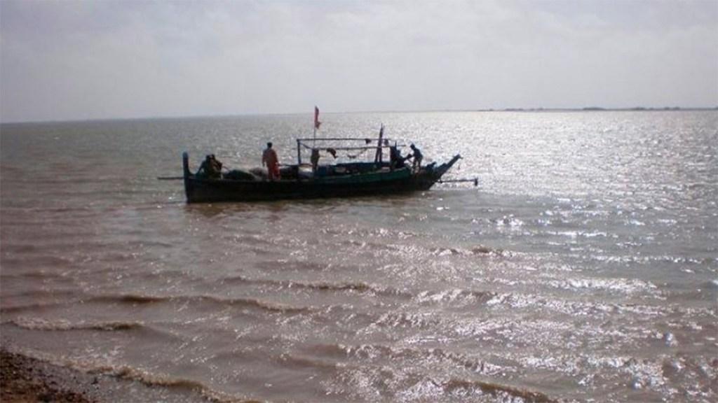 Tres muertos por naufragio de embarcación en Pakistán - naufragio bote pakistán muertos