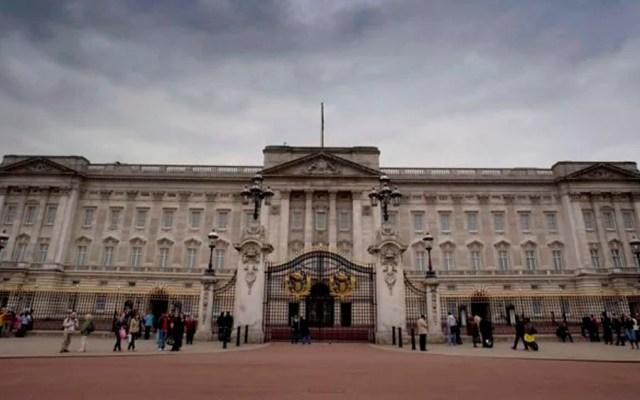 Detienen a hombre que escaló rejas del palacio de Buckingham - Buckingham