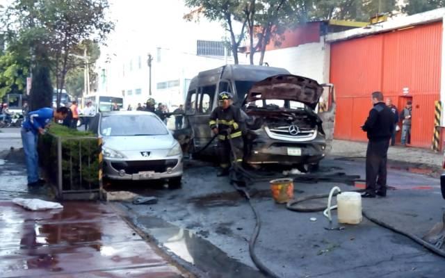 PGJ-CDMX busca a quienes incendiaron vehículos en la GAM - camioneta incendiada vallejo 1