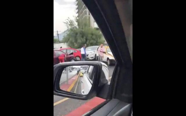 Carambola de más de 20 autos provoca afectación vial en Monterrey - Carambola Monterrey accidente autos vehículos