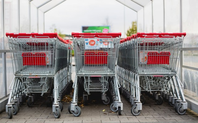 Confianza del Consumidor suma su cuarta caída consecutiva - Carrito de supermercado. Foto de Markus Spiske / Unsplash