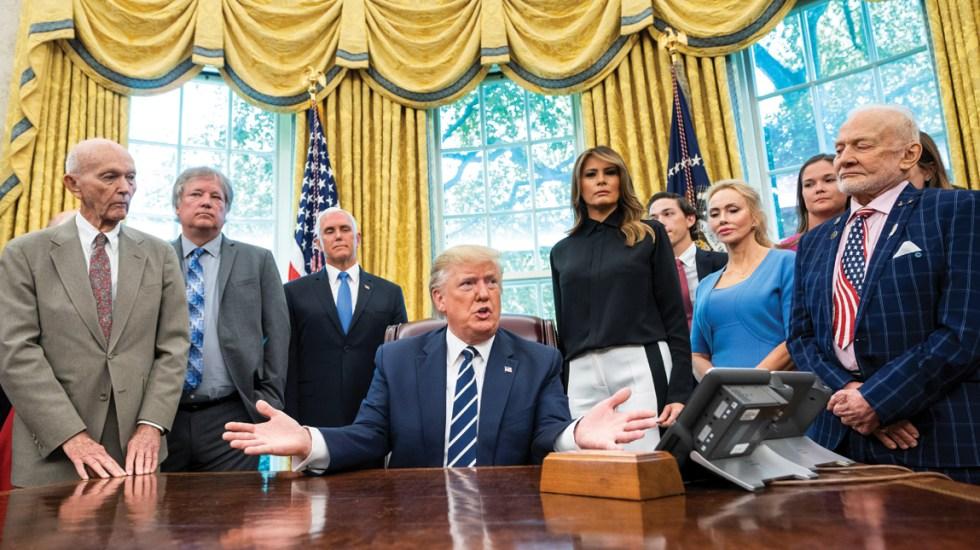 Donald Trump recibe en la Casa Blanca a los integrantes del Apollo 11 - Foto de EFE