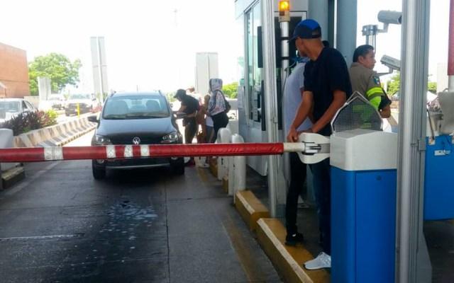 Presencia de manifestantes en caseta de AutopistaCuernavaca-Acapulco - caseta cuernavaca acapulco