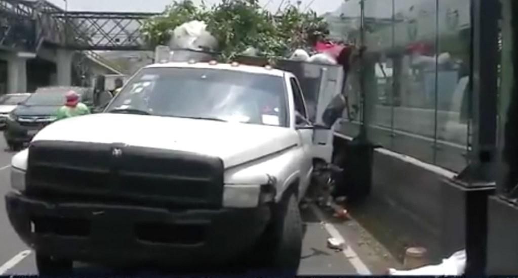 Camión choca contra estación del Tren Ligero en Tlalpan - Captura de pantalla