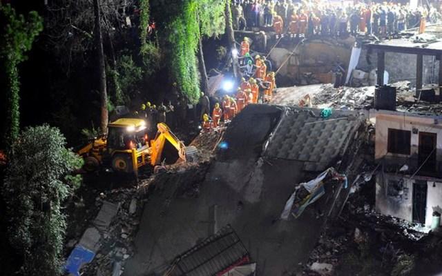 Derrumbe de edificio deja al menos 12 muertos en India - derrumbe edificio india