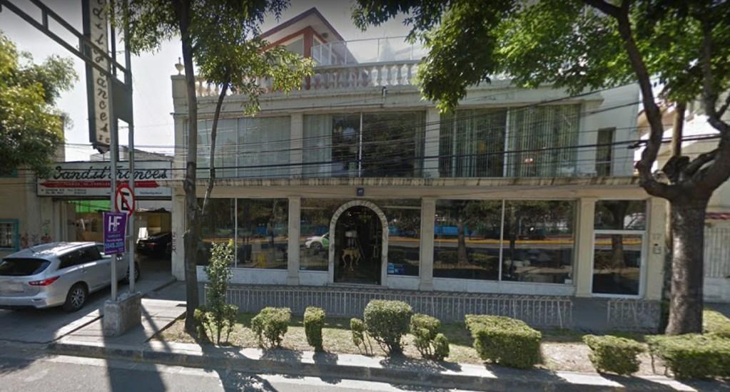 Muere hombre por disparo en negocio de la Del Valle - suicidio