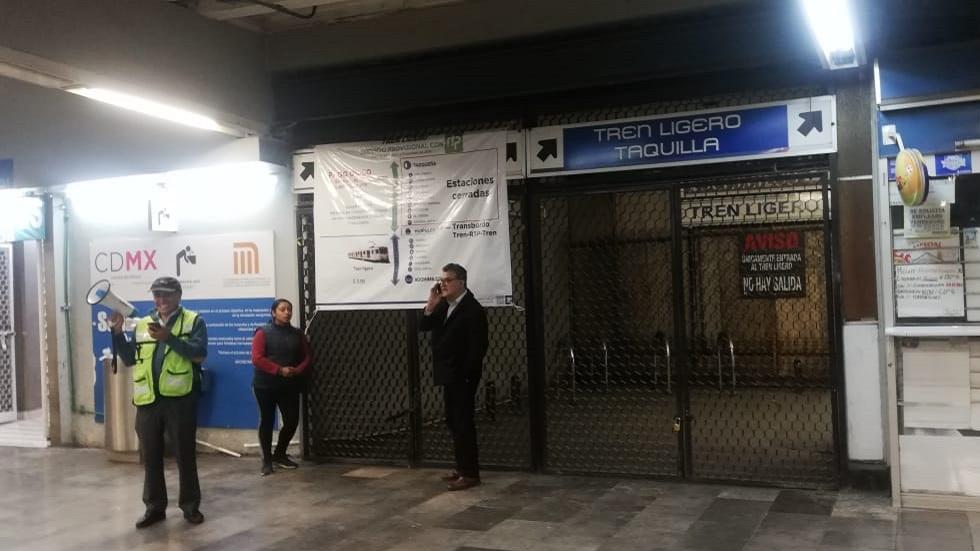 Inicia cierre de 10 estaciones del Tren Ligero de la CDMX - Estación Tasqueña cerrada del Tren Ligero. Foto de @andreslajous