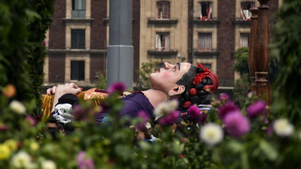 """""""Los colores de Frida"""" pintan el Zócalo capitalino - Foto de Notimex"""