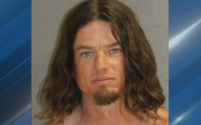 Detienen a hombre que arrojó a su hijo de cinco años desde un muelle - Foto de CNN