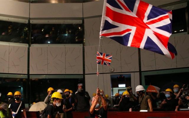 Policía de Hong Kong recupera parlamento allanado por manifestantes - Hong Kong