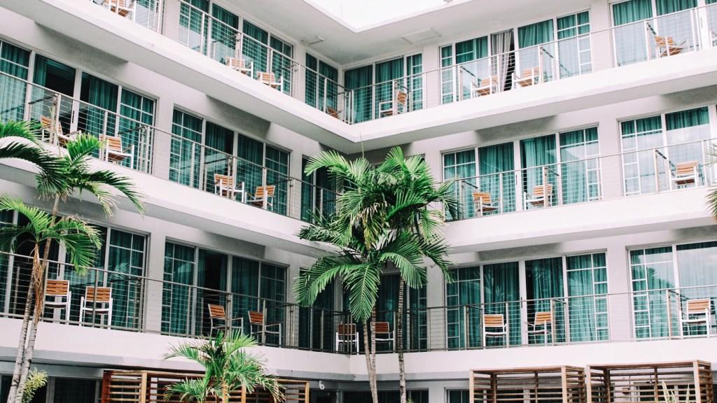 Hoteles rechazan ser utilizados como centros de detención de migrantes - hoteles, migrantes, ICE
