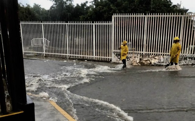 Lluvia provoca encharcamientos y afectaciones en Guadalajara - Lluvias Guadalajara Jalisco tormentas