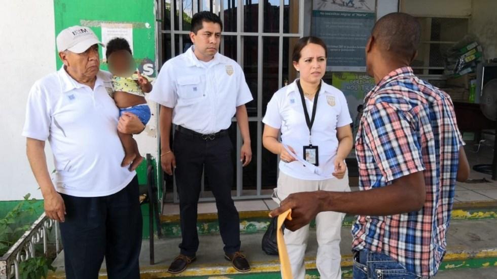 Expiden decreto para sancionar con destitución a funcionarios del INM - Miembros de Migración con indocumentados. Foto de @INAMI_mx