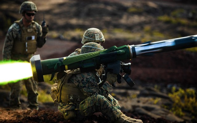 Misiles antitanques hallados en Libia fueron vendidos a Francia - Un marine de EE.UU. dispara un misil Javelin durante un ejercicio. Foto de U.S. Marine Corps/Lance corporal Jacob Wilson/DVIDS