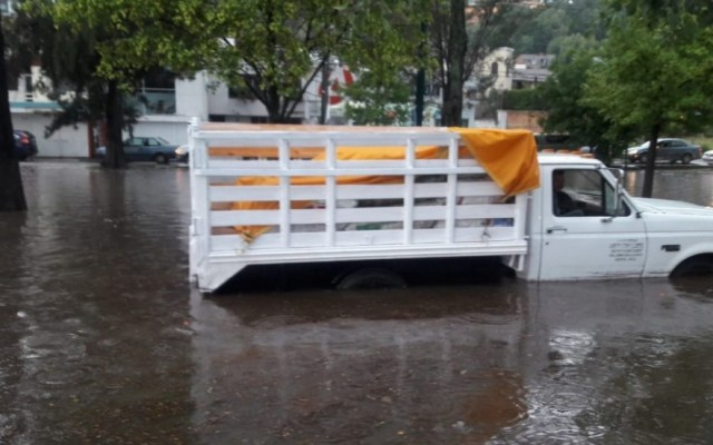 Lluvia y granizo en Morelia dejan inundaciones - Morelia lluvias inundaciones