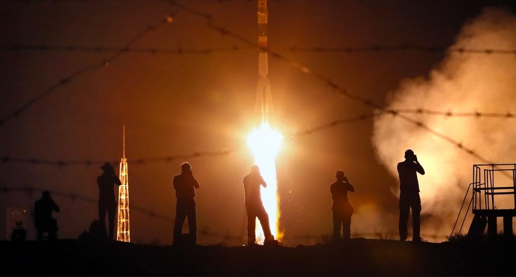 Nave rusa despega rumbo a Estación Espacial en homenaje al Apolo 11 - nave
