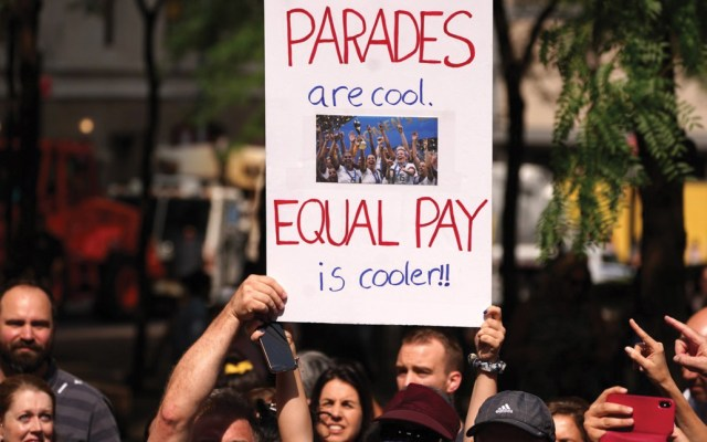 Nueva York prohíbe por ley la brecha salarial de género - Foto de EFE