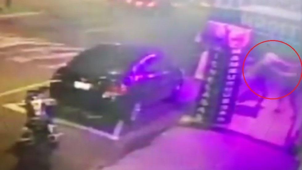 #Video Dueño de negocio pelea con asaltante en Tlalpan - Pelea de dueño de negocio con asaltante. Captura de pantalla