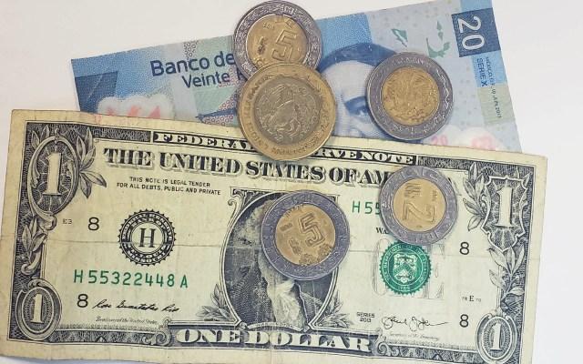 Dólar retrocede y cierra en hasta 19.93 pesos - Peso dòlar dólares tipo de cambio moneda billetes dinero
