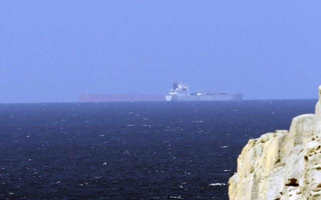 Irán nunca iniciará una guerra: Hasán Rohani - Petroleros cruzan el estrecho de Ormuz. Foto de EFE