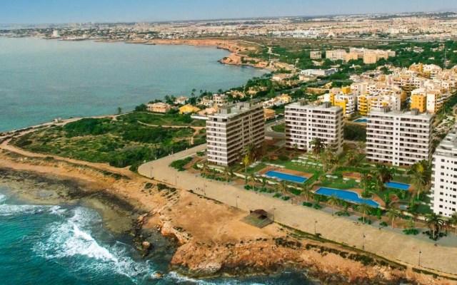 Jóvenes británicos mueren al intentar una foto en España - Punta Prima en Alicante. Foto de Taylor Wimpey de España